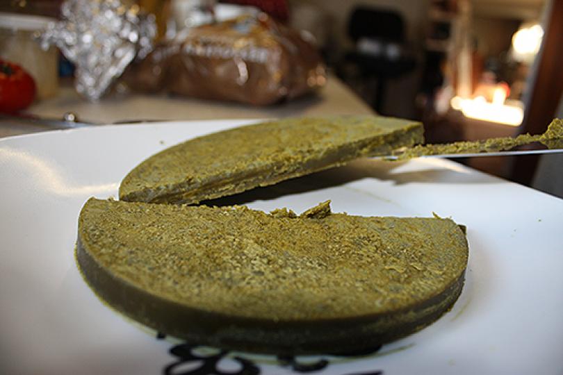 Sådan laver du kokosolie med cannabis